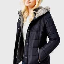 Фото Приталенная куртка с капюшоном